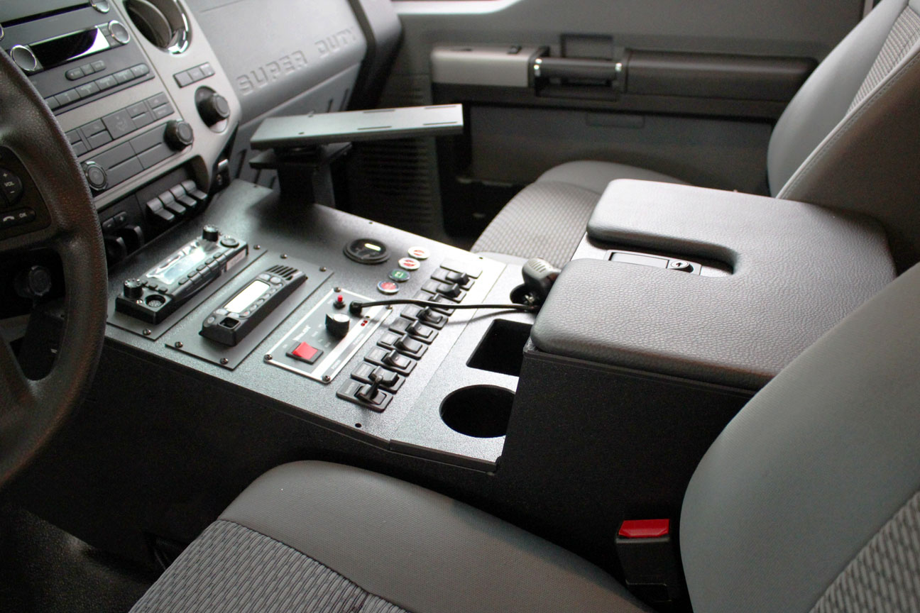 Standard faceplate with floor shifter reduces width of faceplate